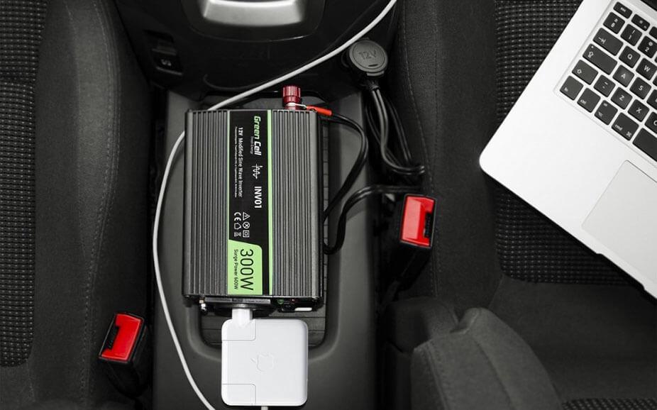 Hoe installeer je een spanning omvormer(auto omvormer)?